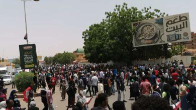 """صورة تأجيل محكمة """"الشهيد حنفي"""" والشرطة تطلق الغاز لتفريق المتظاهرين"""