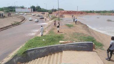 صورة وزيرة سودانية تدعو طلاب الجامعات لمساعدة متضرري السيول