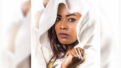صورة كاتبة سعودية تختار صورة مذيعة سودانية غلافاً لرواية تصدر قريباً