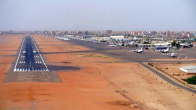 صورة (الخارجية) تتسلم تقرير رسوم عبور الطائرات الأميركية للأجواء السودانية
