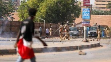 صورة تجدد الاحتجاجات بالخرطوم  كأول رد فعل على مقتل متظاهر- فيديو