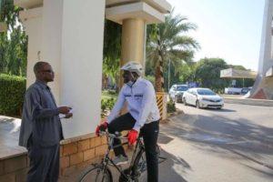 التعايشي يصل مجلس السيادة على دراجة