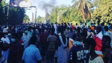 صورة تفريق مظاهرات القصر بالقوة و(حمدوك) يتعهد بتحقيق مطلوبات الثورة