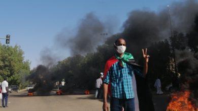صورة مظاهرات الخرطوم تكسر الطوق الأمني وتقتحم ساحة القصر الرئاسي