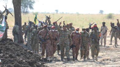 صورة (البرهان) يؤكد من الحدود مع إثيوبيا قدرة الجيش السوداني على حماية البلاد