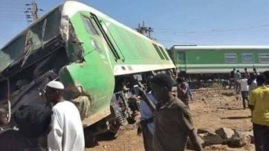 صورة تصادم قطار بمركبة جنوبي الخرطوم