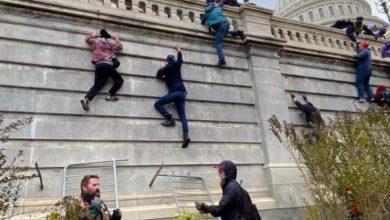 صورة أنصار ترامب يقتحِمون الكونغرس وإعلان التعبئة وحظر التجول في واشنطن