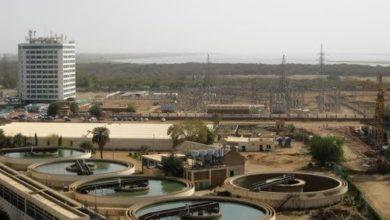 صورة عمّال المياه بالخرطوم يستنكرون استعانة الوالي بـ (الجيش) لإفشال إضرابهم