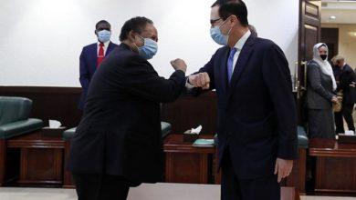 صورة «حمدوك» يبحث مع «مونتشن» تطوير العلاقات الاقتصادية بين الخرطوم وواشنطن