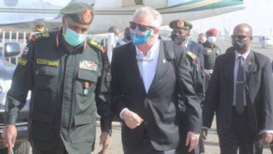 صورة مسؤول عسكري أمريكي يصل الخرطوم في زيارة تستغرق أيام