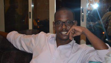 صورة شاعر سوداني يواجه بلاغا من مجلس السيادة بسبب قصيدة تناولت «فض الاعتصام»
