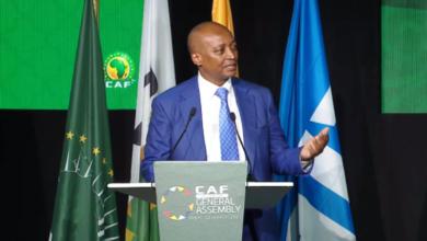 صورة ملياردير جنوب أفريقي رئيساً لاتحاد كرة القدم الأفريقي «كاف»