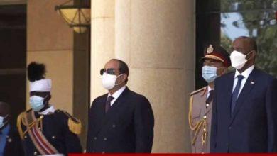 صورة الرئيس المصري يصل العاصمة السودانية
