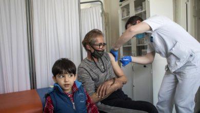 صورة دعوة أممية إلى الوصول العادل للاجئين للقاحات «كورونا»