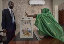 صورة (215) ألف ناخباً في جيبوتي يبدأون التصويت لاختيار رئيس جديد