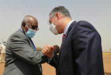 صورة السودان: القائم بالأعمال الأمريكي يزور حقل هجليج النفطي