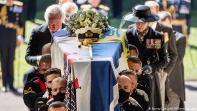 صورة بريطانيا تشيع الأمير فيليب و«كورونا» تمنع الحضور الشعبي