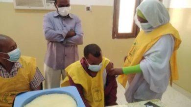صورة بدء حملة لتطعيم الكوادر الصحية ضد «كورونا» شمال السودان