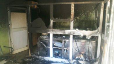 صورة مواطنون غاضبون يضرمون النار في مكتب للكهرباء بالخرطوم