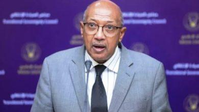 صورة وزير الصحة السوداني: مشاكل في المهنة حولت الصيدلاني إلى «بياع»