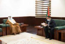 صورة مباحثات ذات طابع اقتصادي بين حمدوك والسفير السعودي