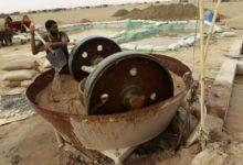 صورة اتجاه لمنع استخلاص الذهب بالمناطق السكنية والزراعية شمالي السودان