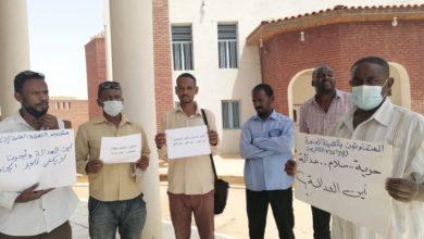 """صورة من داخل """"الحوش"""" بامدرمان.. (التغيير) ترصد احتجاجات العاملين بهيئة الإذاعة والتلفزيون"""