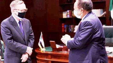صورة حمدوك يبحث مع المبعوث الأمريكي «سد النهضة» والإدعاءات الإثيوبية