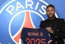 صورة رسمياً.. النجم البرازيلي نيمار سيبقى في باريس حتى 2025
