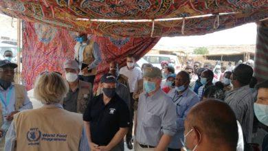 صورة وفد من الكونغرس الأمريكي يزور معسكراً للاجئين الإثيوبيين شرقي السودان