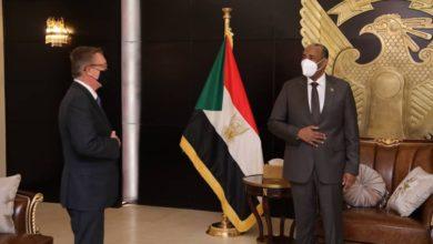 صورة المبعوث الأمريكي للقرن الإفريقي يبحث مع المسؤولين السودانيين أزمة سد النهضة